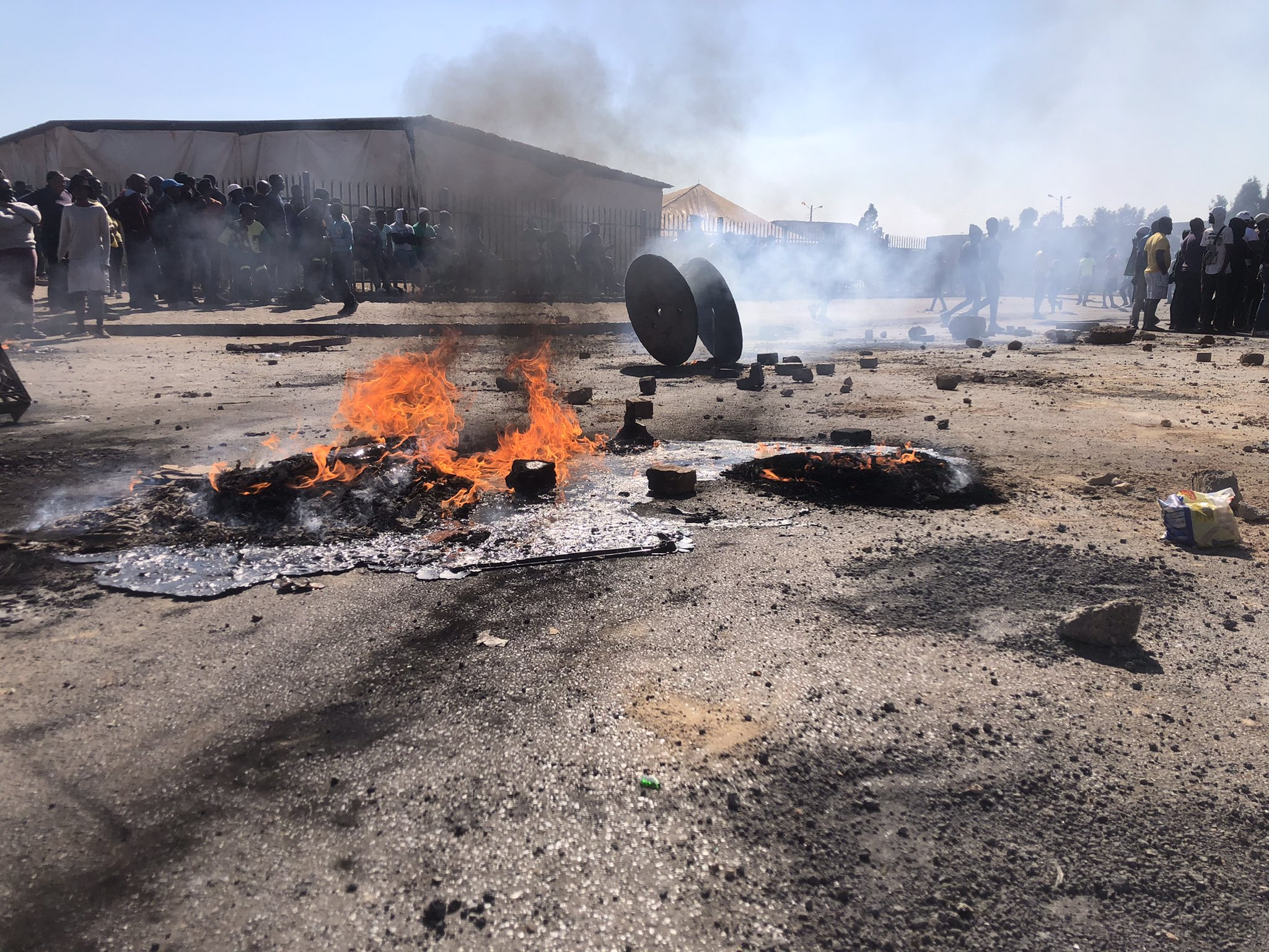 Police, Tembisa electricity protesters clash