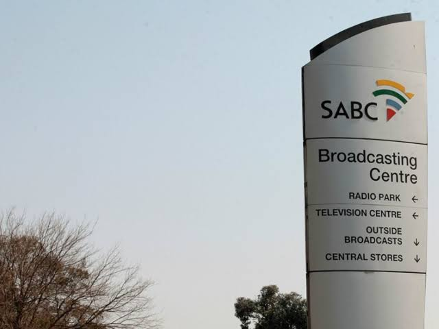 Right2Know threaten to take SABC to court over retrenchments
